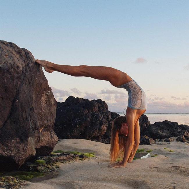 Ngỡ ngàng vì độ dẻo của mỹ nhân thích yoga khỏa thân - hình ảnh 12
