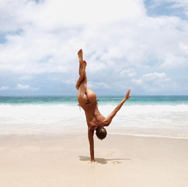 Ngỡ ngàng vì độ dẻo của mỹ nhân thích yoga khỏa thân - hình ảnh 16
