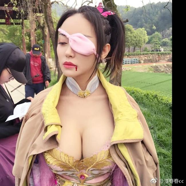 Đọ sắc hai mỹ nữ siêu vòng 1 tuổi Ngựa nóng bỏng nhất Trung Quốc - hình ảnh 2