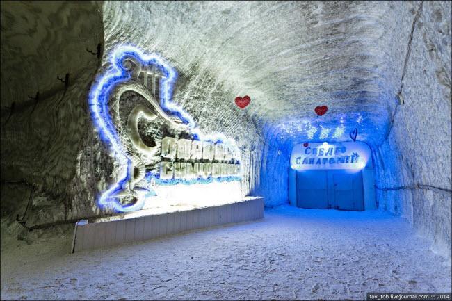 Choáng ngợp vẻ đẹp như ngoài hành tinh bên trong hang động muối khổng lồ - hình ảnh 3