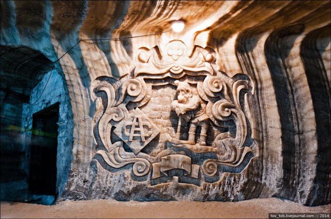 Choáng ngợp vẻ đẹp như ngoài hành tinh bên trong hang động muối khổng lồ - hình ảnh 5