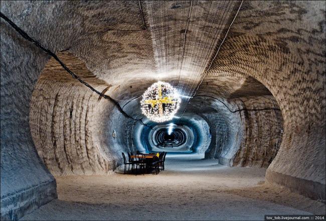 Choáng ngợp vẻ đẹp như ngoài hành tinh bên trong hang động muối khổng lồ - hình ảnh 14