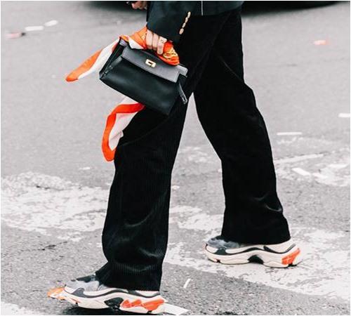 Xu hướng giày nào giá bình dân mà vẫn đẹp không thua hàng hiệu? - 1