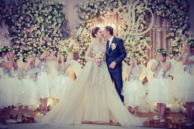 """10 bộ váy cưới đắt cắt cổ của """"mỹ nữ Vũng Tàu đi xe 70 tỷ"""" - hình ảnh 3"""