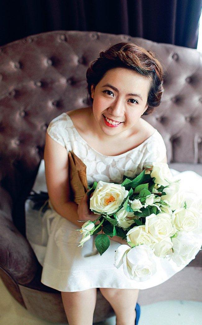 """10 bộ váy cưới đắt cắt cổ của """"mỹ nữ Vũng Tàu đi xe 70 tỷ"""" - hình ảnh 2"""