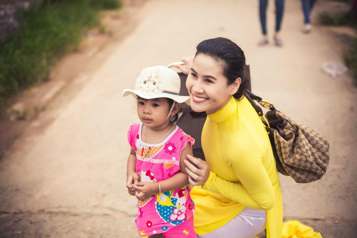 Thân Thúy Hà kể chuyện được Hoài Linh giúp đỡ trên phim trường - hình ảnh 2