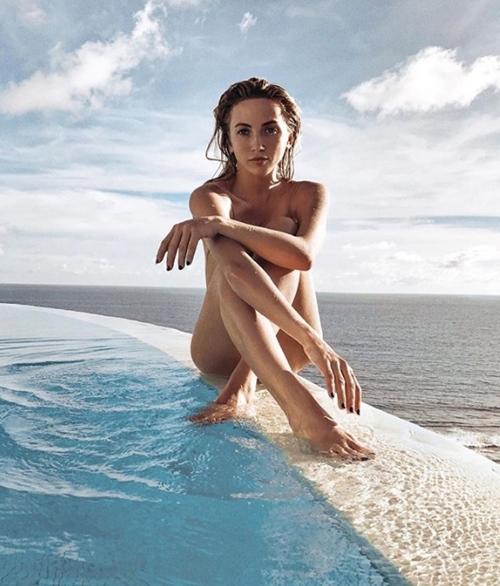 Người ta quấn chăn đi làm vì rét, con nhà giàu vẫn diện bikini tắm biển - hình ảnh 8