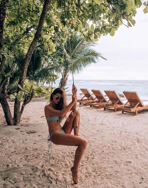 Người ta quấn chăn đi làm vì rét, con nhà giàu vẫn diện bikini tắm biển - hình ảnh 11