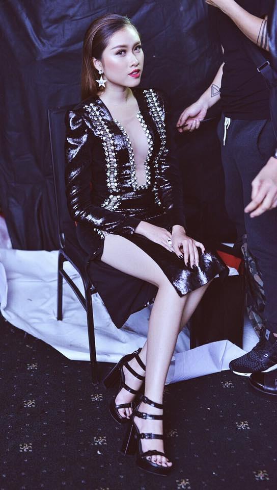 Gu mặc gợi cảm của nữ MC nóng bỏng nhất VTV từng thi hoa hậu - hình ảnh 11