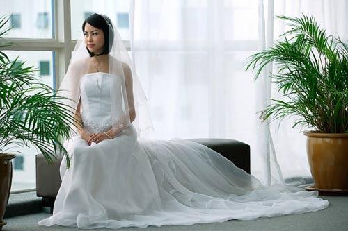 Quy tắc ân ái của chồng đại gia khiến người vợ trẻ suy sụp - hình ảnh 1