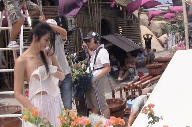 Loạt sao Việt hớ hênh, lộ nội y trước cả triệu người - hình ảnh 16