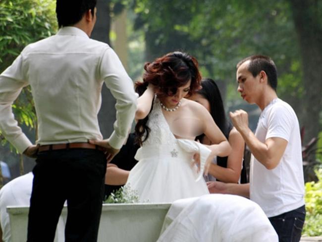 Loạt sao Việt hớ hênh, lộ nội y trước cả triệu người - hình ảnh 17