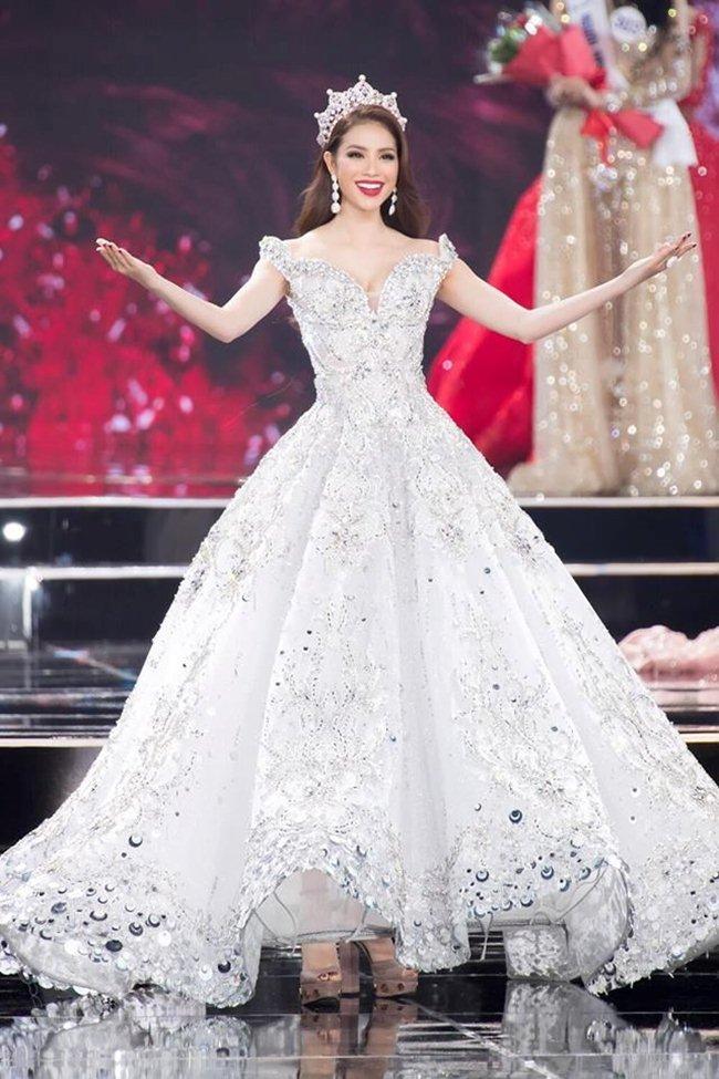Đầm Lọ Lem 50.000 viên pha lê của Phạm Hương đẹp nhất tuần - hình ảnh 2