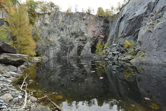 Hình đầu lâu khổng lồ trong mỏ đá bỏ hoang - hình ảnh 3