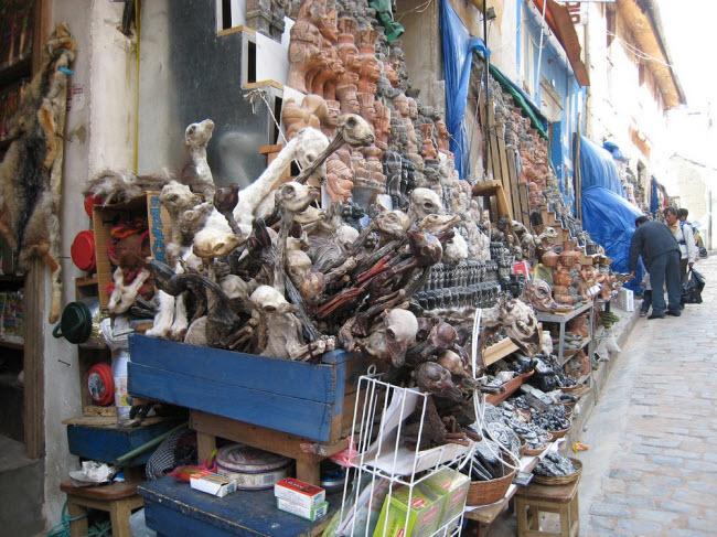 Lạnh người lạc vào khu chợ của phù thủy - hình ảnh 1