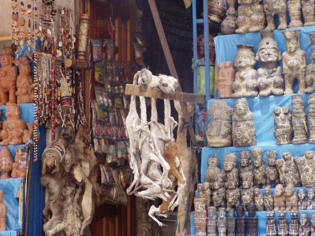 Lạnh người lạc vào khu chợ của phù thủy - hình ảnh 2