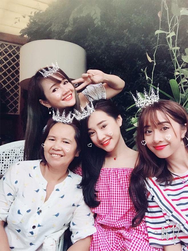 3 chị em Nhã Phương đã đẹp ngất ngây lại tài năng đầy mình - hình ảnh 1