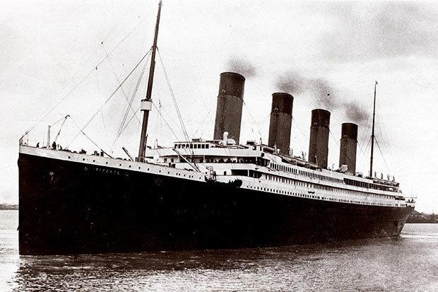Nhiều người Mỹ tò mò đi thăm tàu Titanic chìm 100 năm dưới biển - 1