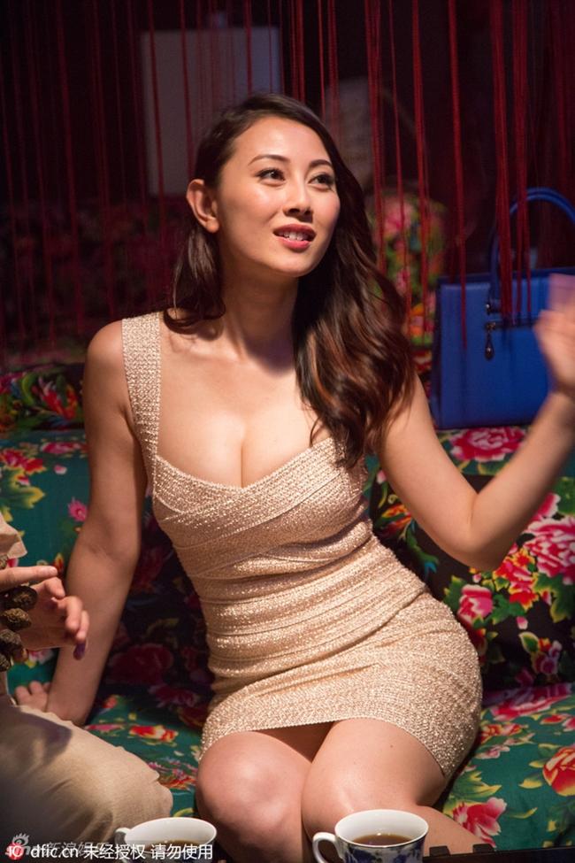 Cảnh nhạy cảm của nàng Hoa hậu có giá đi khách 1 tỷ đồng - hình ảnh 11