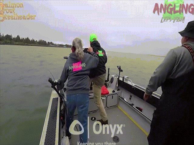 Mỹ: Đang câu cá, bất lực nhìn tàu cao tốc sầm sập đâm tới