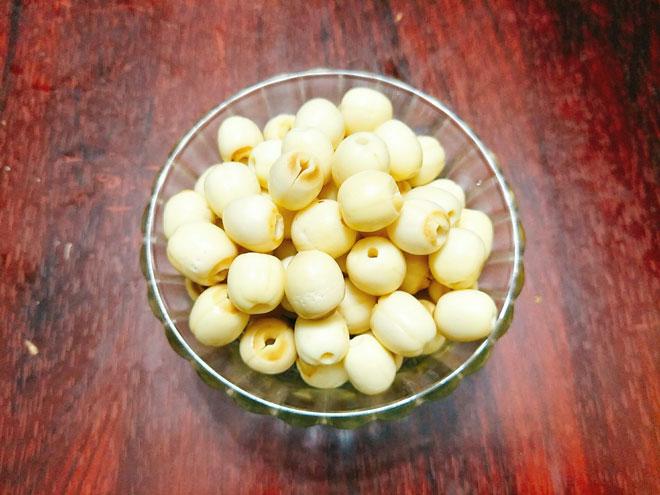 Bí quyết làm mứt hạt sen đường phèn ngọt bùi không bị nát - 3