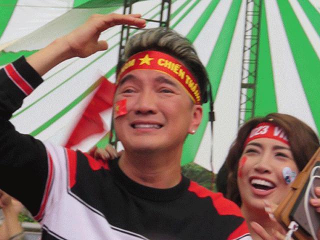 Mr Đàm, Trường Giang bật khóc trước kỳ tích của các người hùng U23 Việt Nam