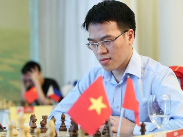 """Cờ vua thế giới: Quang Liêm hạ """"quái kiệt"""" Nga, dọa lấy ngôi nhà vô địch Mỹ"""