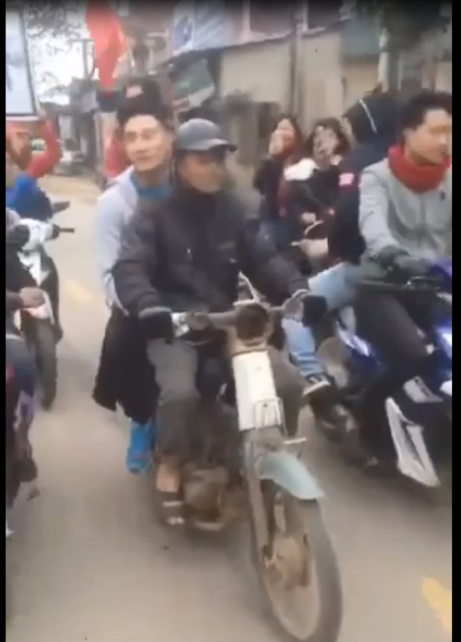 Thủ môn U23 Việt Nam: Bỏ xe sang đi xe máy cà tàng về quê nghèo - 1