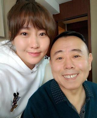 Cuộc sống trái ngược của con gái hai danh hài hàng đầu Trung Quốc - hình ảnh 2