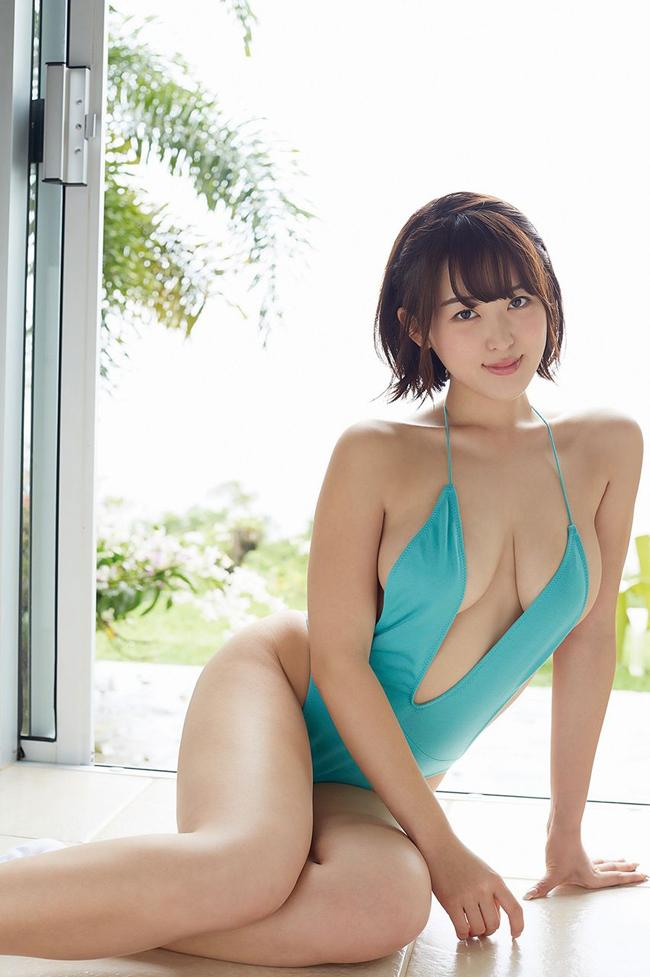 """""""Siêu vòng một"""" xứ Phù tang ngại ngùng chụp bikini - hình ảnh 10"""