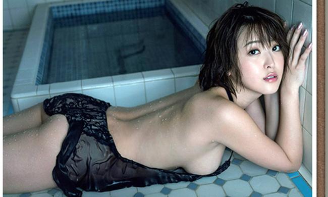 """""""Siêu vòng một"""" xứ Phù tang ngại ngùng chụp bikini - hình ảnh 13"""