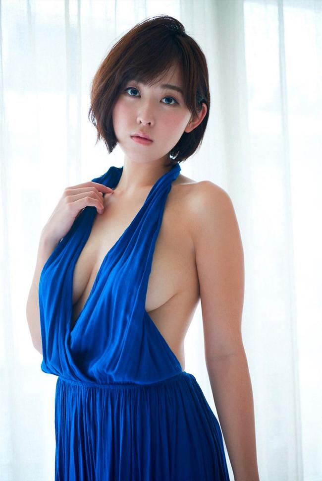 """""""Siêu vòng một"""" xứ Phù tang ngại ngùng chụp bikini - hình ảnh 15"""