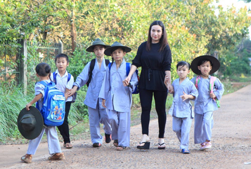 Phi Nhung lần đầu kể chuyện nuôi 21 người con - hình ảnh 3