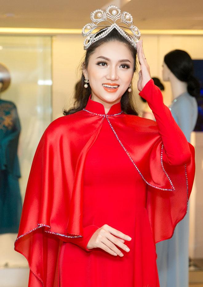Mr. Đàm hộ tống Hương Giang thử áo dài thi Hoa hậu chuyển giới - hình ảnh 5