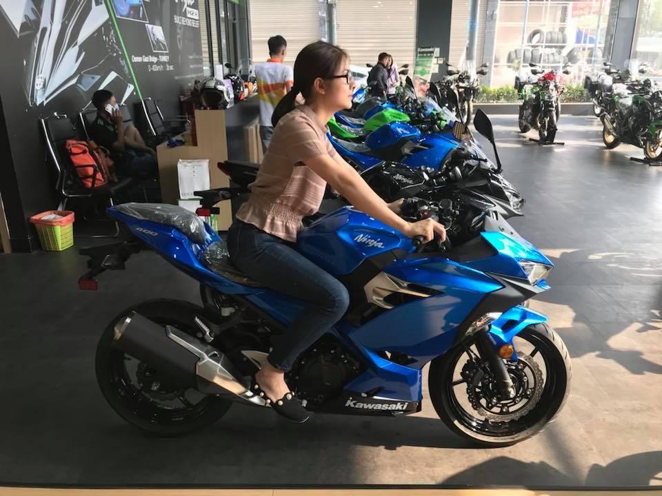 Vân Trang mua môtô 150 triệu đồng tặng chồng nhân kỷ niệm 2 năm cưới - hình ảnh 1