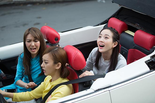 Bộ 3 mỹ nhân châu Á lái xe mui trần thăm Sài Gòn - hình ảnh 1