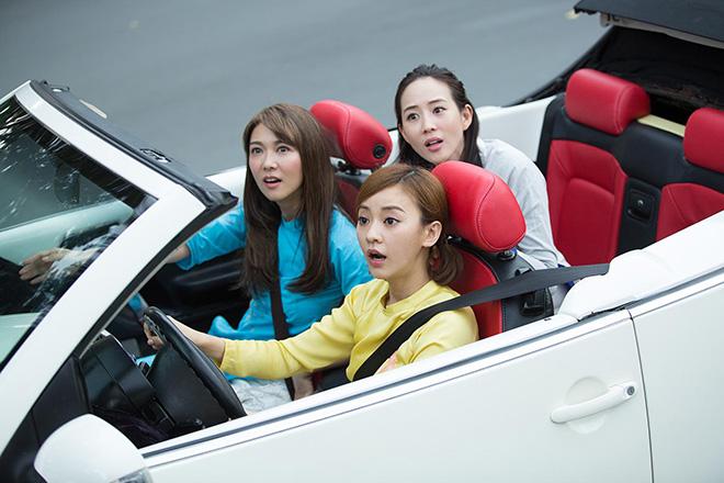 Bộ 3 mỹ nhân châu Á lái xe mui trần thăm Sài Gòn - hình ảnh 2