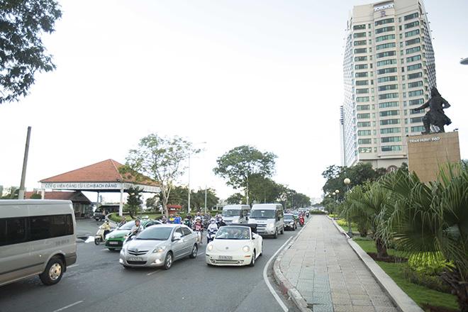 Bộ 3 mỹ nhân châu Á lái xe mui trần thăm Sài Gòn - hình ảnh 7