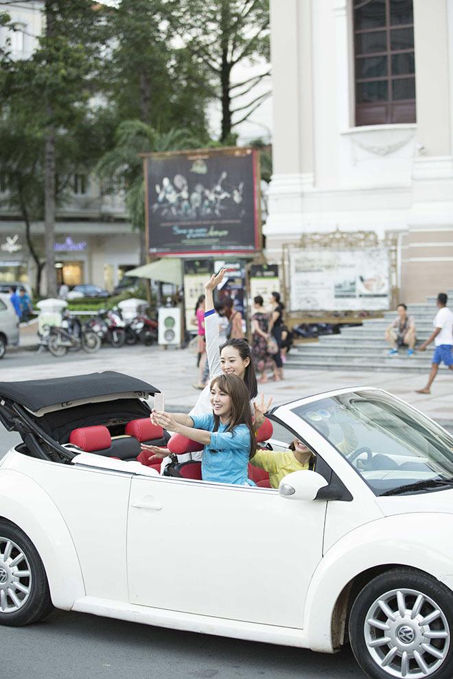 Bộ 3 mỹ nhân châu Á lái xe mui trần thăm Sài Gòn - hình ảnh 8