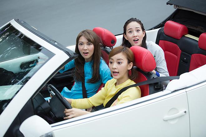 Bộ 3 mỹ nhân châu Á lái xe mui trần thăm Sài Gòn - hình ảnh 5
