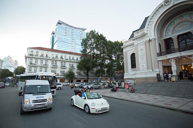Bộ 3 mỹ nhân châu Á lái xe mui trần thăm Sài Gòn - hình ảnh 6