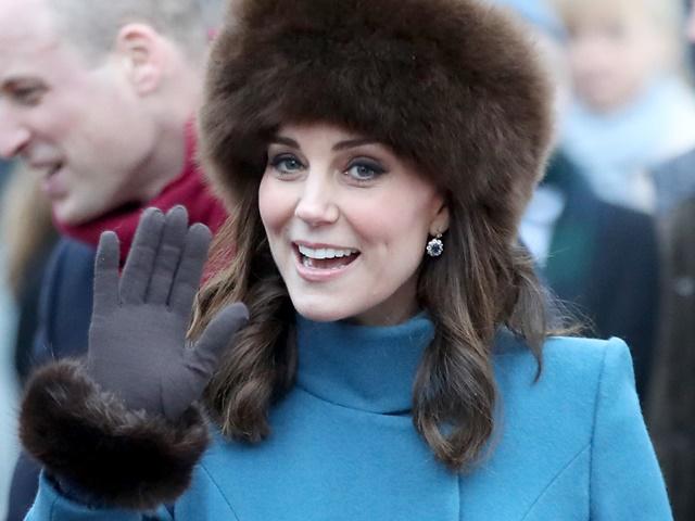 Vì sao công nương Anh không bao giờ cởi áo khoác nơi công cộng?