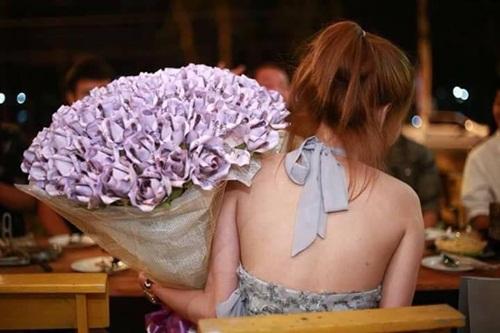 Chưa Valentine, cô gái đã tặng bạn trai bó hoa tiền gần trăm triệu - hình ảnh 3