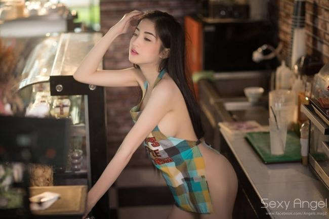 Hai chân dài bán nude mặc tạp dề phục vụ đời thực quá bốc lửa - hình ảnh 18