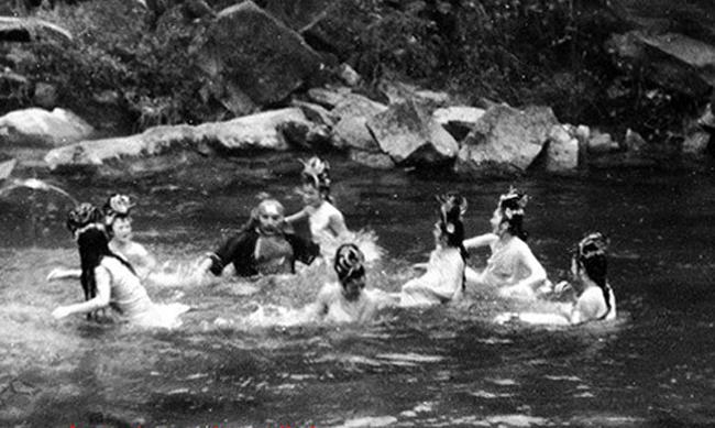 Hé lộ sự thật những cảnh tắm suối trong Tây Du Ký qua nhiều phiên bản - hình ảnh 3