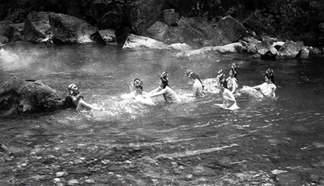Hé lộ sự thật những cảnh tắm suối trong Tây Du Ký qua nhiều phiên bản - hình ảnh 5