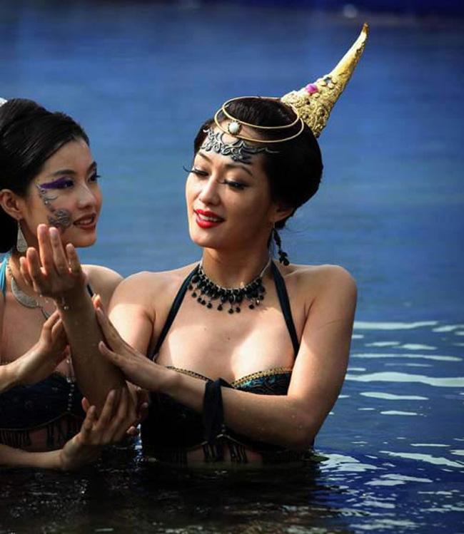 Hé lộ sự thật những cảnh tắm suối trong Tây Du Ký qua nhiều phiên bản - hình ảnh 20