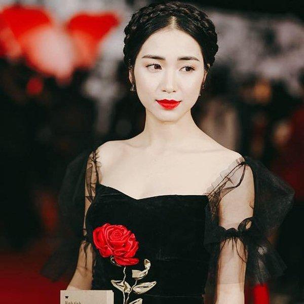 """Hoà Minzy từ thảm hoạ thời trang nay """"lột xác"""" xinh đẹp mỹ miều - hình ảnh 5"""