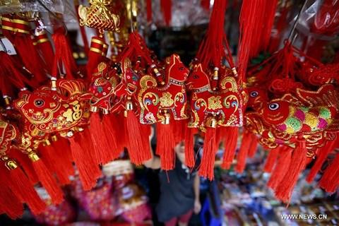 Rực rỡ sắc đỏ Tết Nguyên đán tại làng nghề Trung Quốc - hình ảnh 1