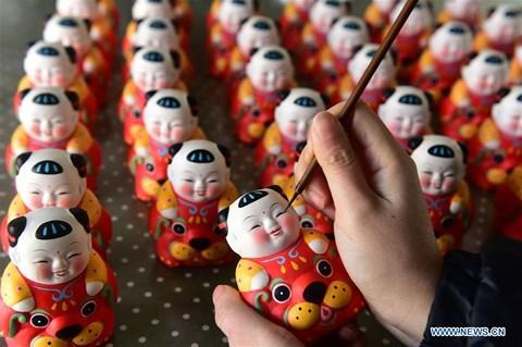 Rực rỡ sắc đỏ Tết Nguyên đán tại làng nghề Trung Quốc - hình ảnh 4